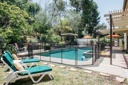 Spacious Studio for Cozy Getaway - Oak Park