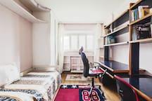 Camera singola con scrivania
