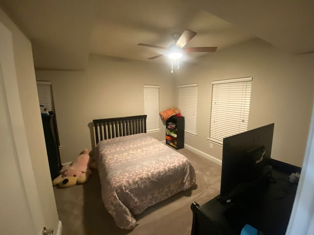 Cozy friendly home away from home, close to Marta