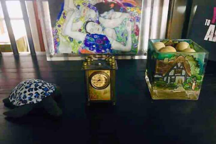 近新天地浓郁地道上海人家客厅沙发xintiandi authenticShanghai family