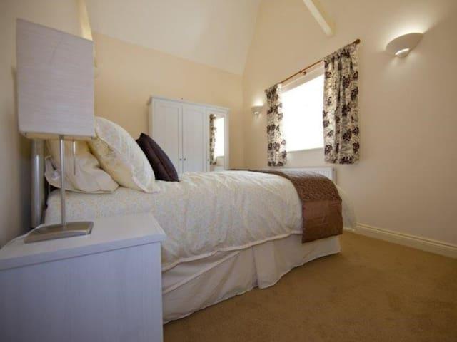 Cliff 2 Bedroom-Apartment-Private Bathroom