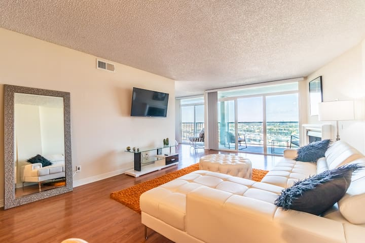Outstanding 3BR ocean views at Venice Beach!