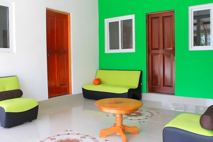 Comfy green little house near Tikal/bkf included - GT - Apartamento