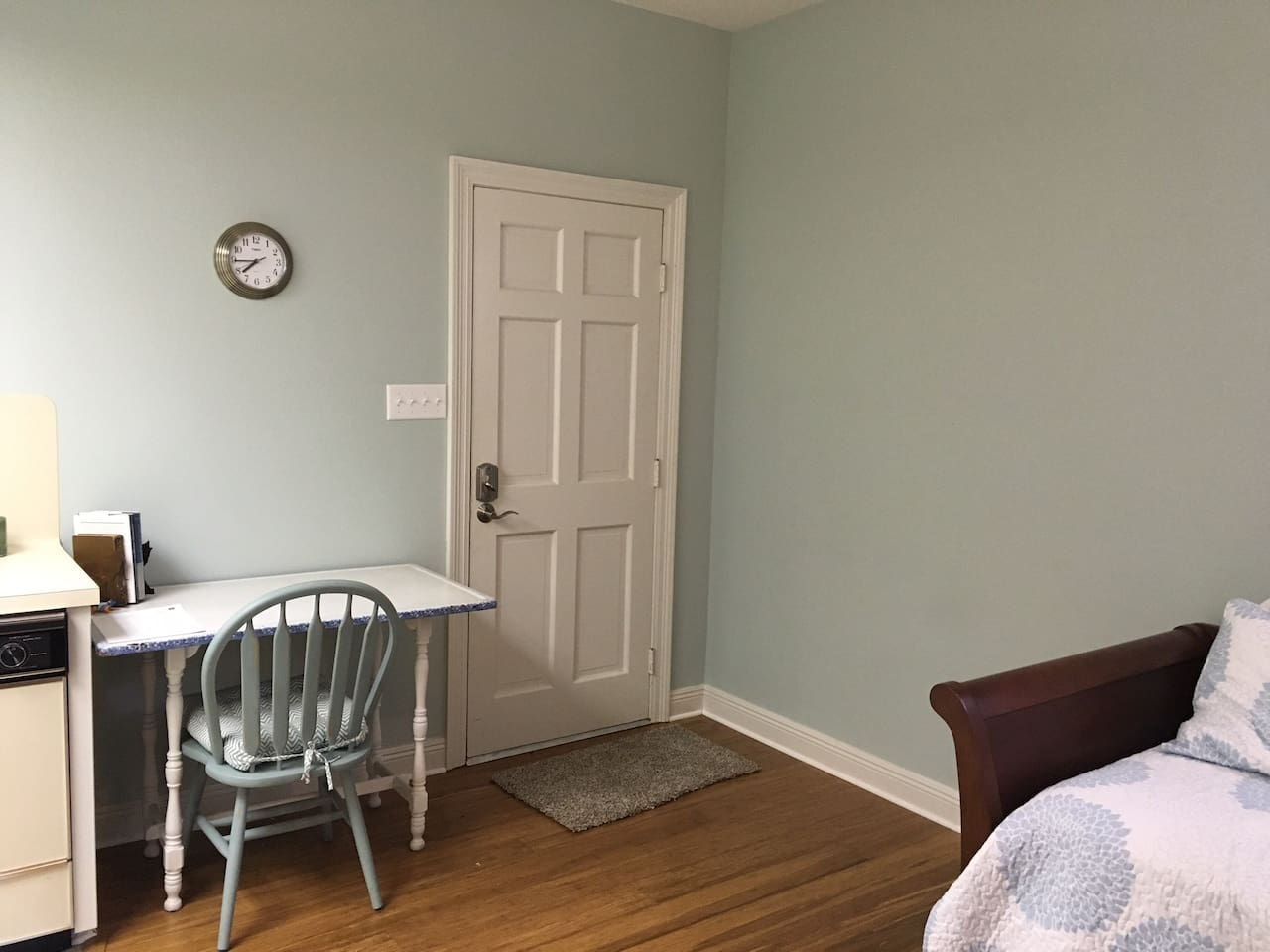 Private entrance with keyless entry; desk/table