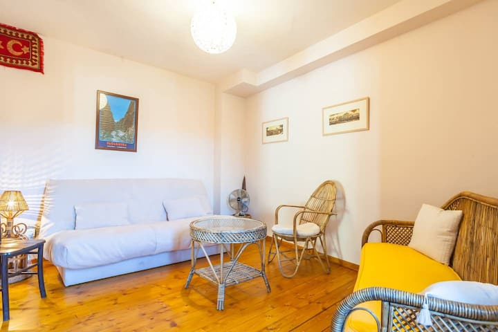 Studio - which also doubles as a comfortable extra bedroom for 1 or 2 guests...
