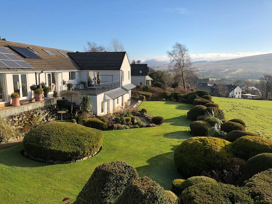 Beautifully maintained garden & open countryside