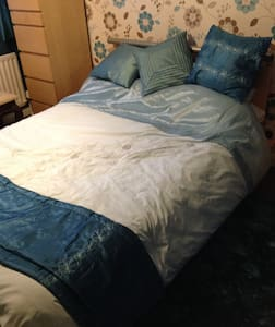 Double room with own bathroom - Northampton - Ev