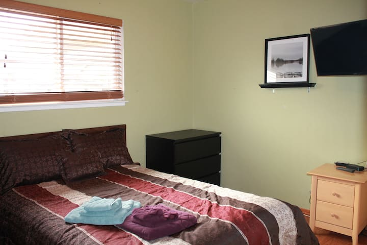 A Quiet Private Room in Central San Jose - Room 1