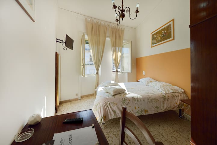 Room near Airport - FREE Transfer - Napoli