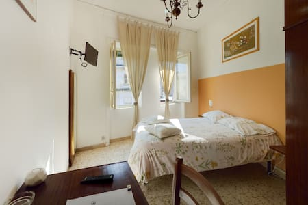 Room near Airport - FREE Transfer - Neapol