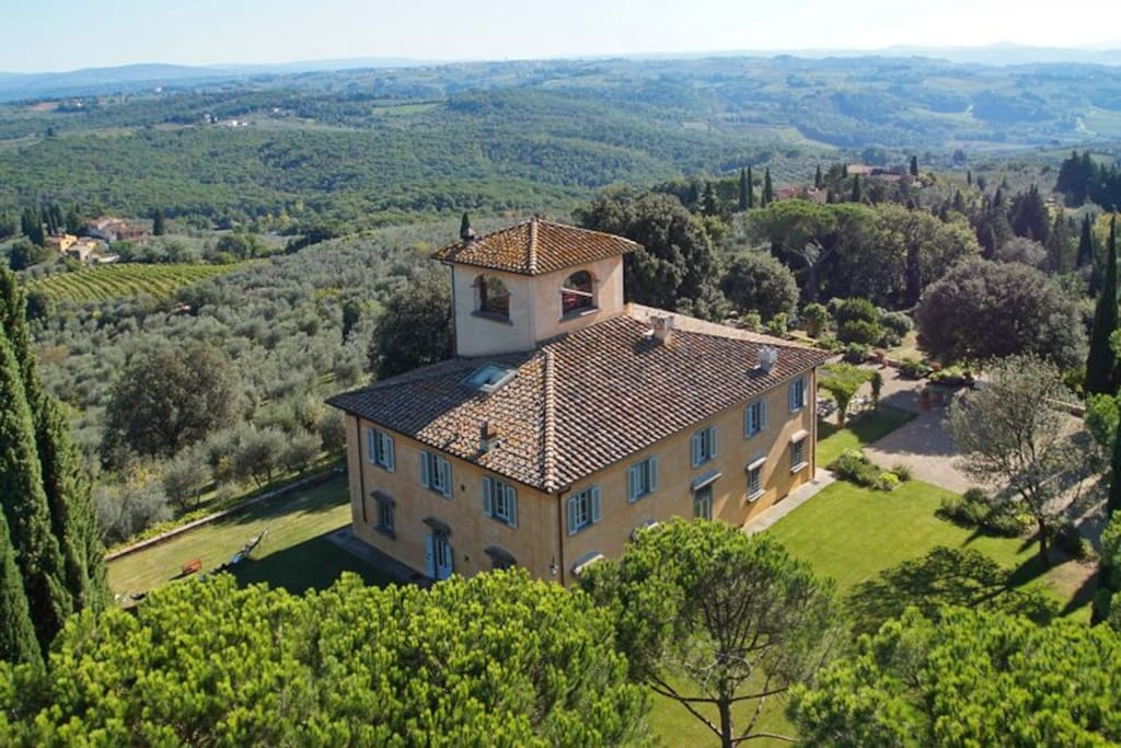 the position of the villa in the heart of Chianti