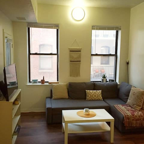 Spacious 1 bedroom with balcony in Logan Circle