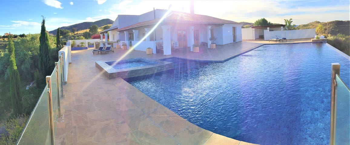 Large rural villa with infinity pool and hot tub