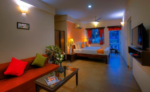 Comfortable Stay in Indo-Portuguese style Building