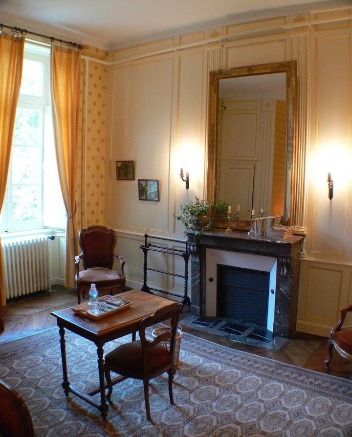 Chambre au château JAUNE,(ou,et), BLEUE sur 14ha