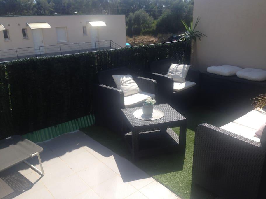 t2 avec terrasse 3 min en voiture de la mer apartments for rent in la ciotat provence. Black Bedroom Furniture Sets. Home Design Ideas