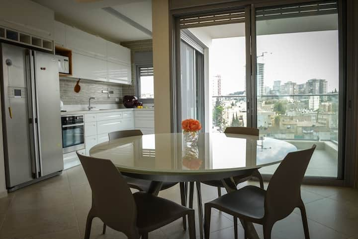 SPACIOUS BEAUTIFUL APT IN RAMAT GAN.