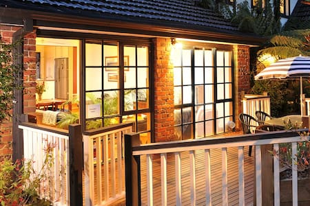 Melbourne Dandenong Ranges Cottage - เมลเบิร์น