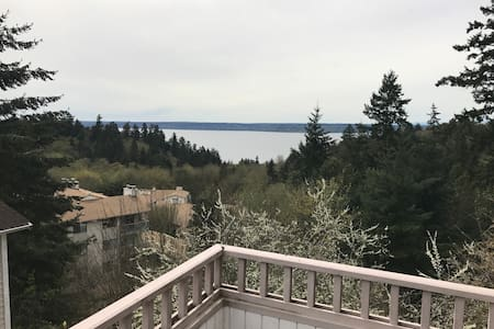 Penthouse Room- View  Puget Sound 10min to Airport - Burien - Talo