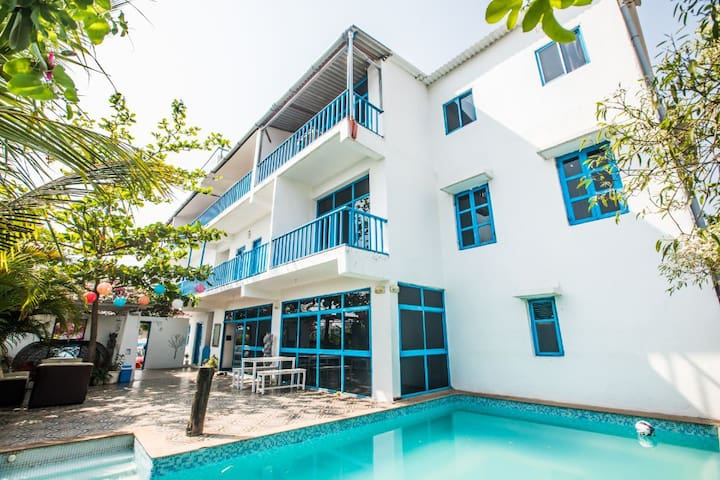 6BHK With Pool(With Meals) SANITIZED BEFORE STAY