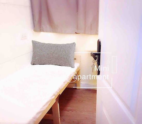 Rm B - Private Room in Center of Causeway Bay