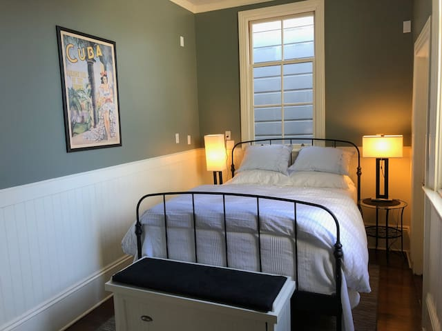 Master and Queen bedrooms - Cole Valley/Haight St.