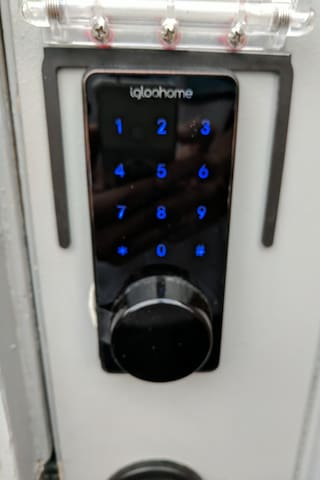 Super-Easy, hassle-free check-in and check-out with the keypad deadbolt.