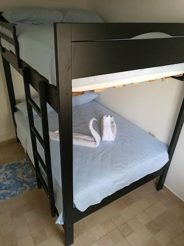 litera con colchones de 2 plazas-Bunk bed with queen size mattress