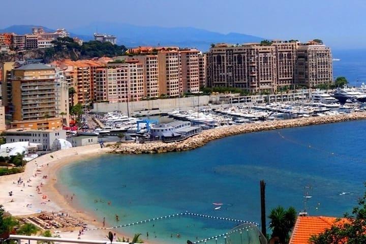 Border Monaco, sea view