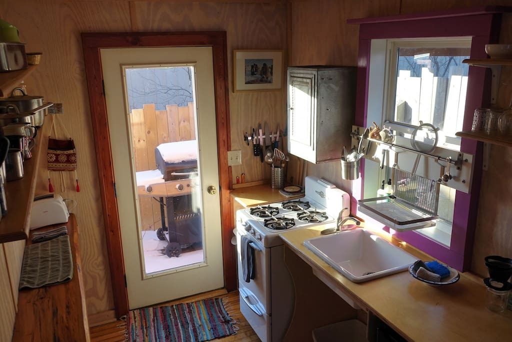 Fully stocked kitchen: oven, stove, toaster, kettle, various coffee makers, spices, pots & pans