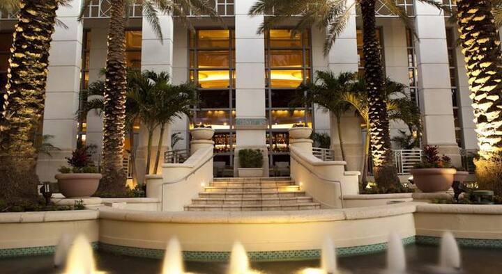 En-Suite Junior Suite Ocean Front With Balcony At Miami Beach