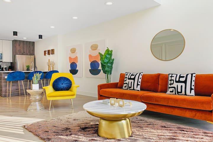 $2200 APRIL SPECIALS❤️1BR Loft Wrigley | Parking!