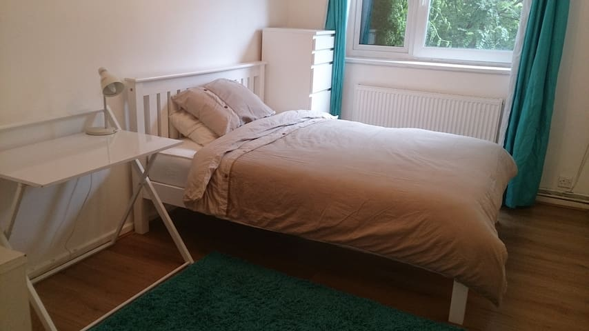 New, Superb Bright Room. Limehouse, London EastEnd