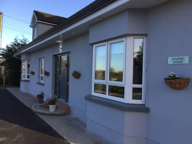 20 minutes from Knock airport, free transfers - Ballyhaunis  - Bed & Breakfast