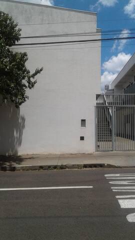 Apartamento 03. Kitnet no Centro de Araraquara