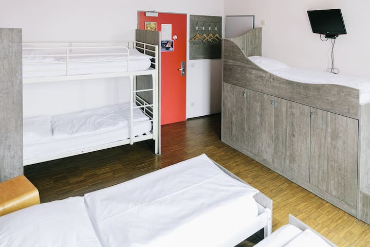 Bed in 5 Bed Mixed Dorm Ensuite