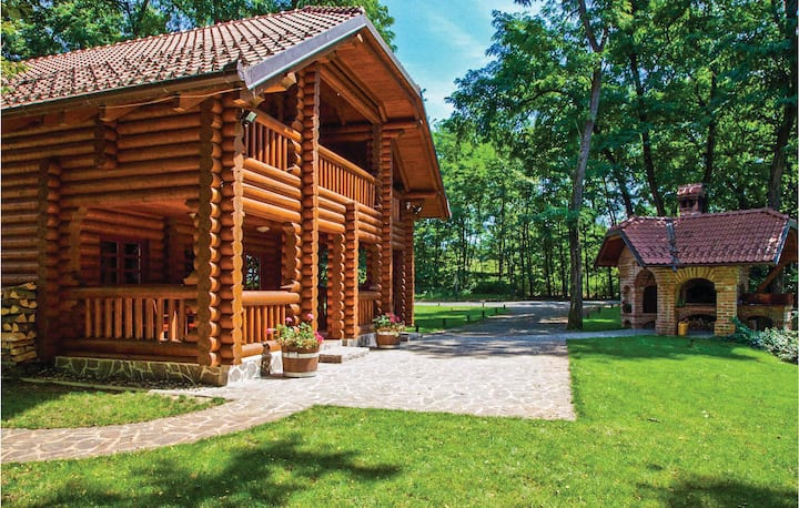 Amazing home in Moravske Toplice with Jacuzzi, Sauna and 4 Bedrooms