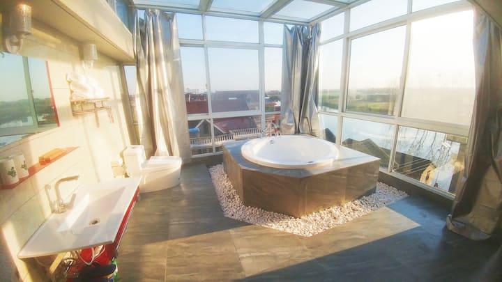 空中360°全景套房,星空房,江景房,俯瞰古镇,150平两房两卫,超大浴缸,超大露台,可住4人