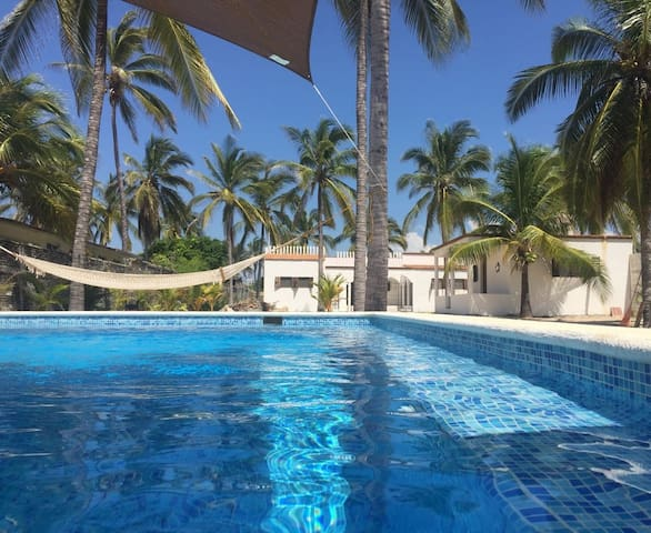 Beach House with Pool + Bungalow -Pie de la Cuesta - Los Mogotes - Hus