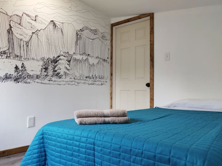 """""""Small Sierra"""" 1-person Room In Co-Living House"""