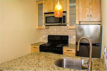 Cozy modern condo close to downtown and campus!