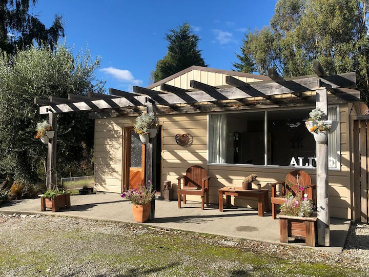 Country Cottage near to Coronet Peak