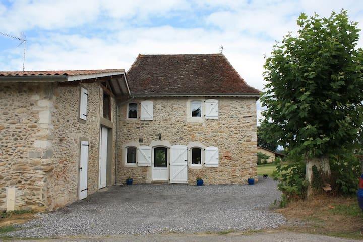 Ferme restaurée, à 6km de Salies de Béarn