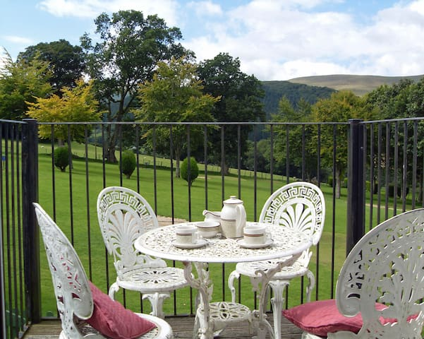 Idyllic 3 Bed Apartment MacDonald Plas Talgarth