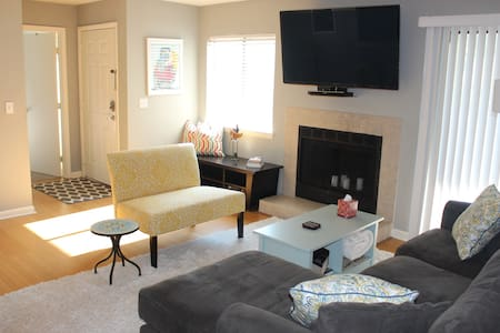 Escape to charmed city and beach! - Mount Pleasant - Condominium