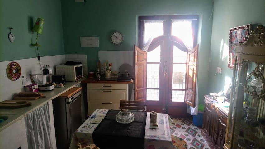 Chambre avec terrasse dans maison  de charme.