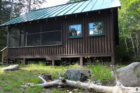 Rustic, dog-friendly cottage w/ an outdoor firepit - close to the lake!