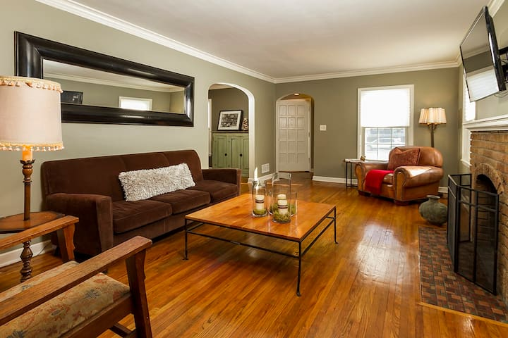 Close to downtown & lakes. Sleeps 6+ entire house