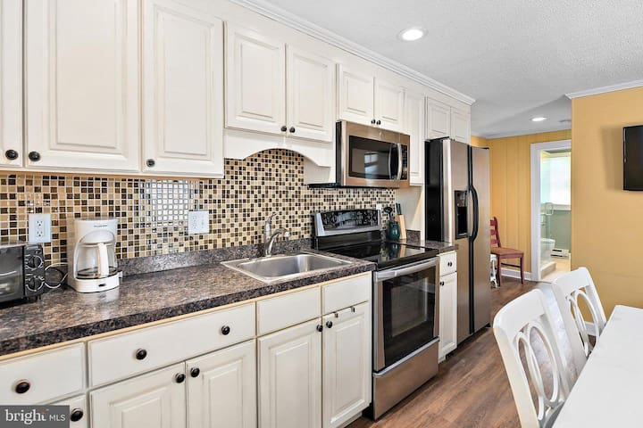 Luxury Family Condo 2BD 2BA 2 level condo sleeps 6