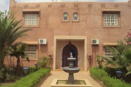 Villa de Charme route Fez - Marrakesh - Vila